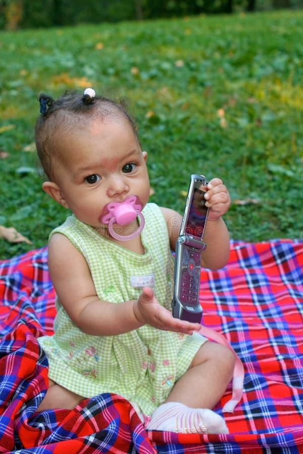 Bébé avec le téléphone portable photos stock