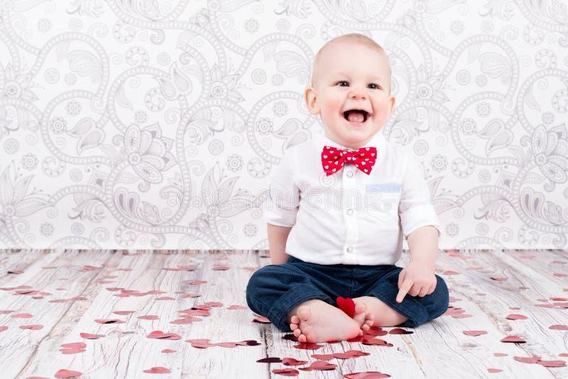 Bébé avec les coeurs éclatants images libres de droits