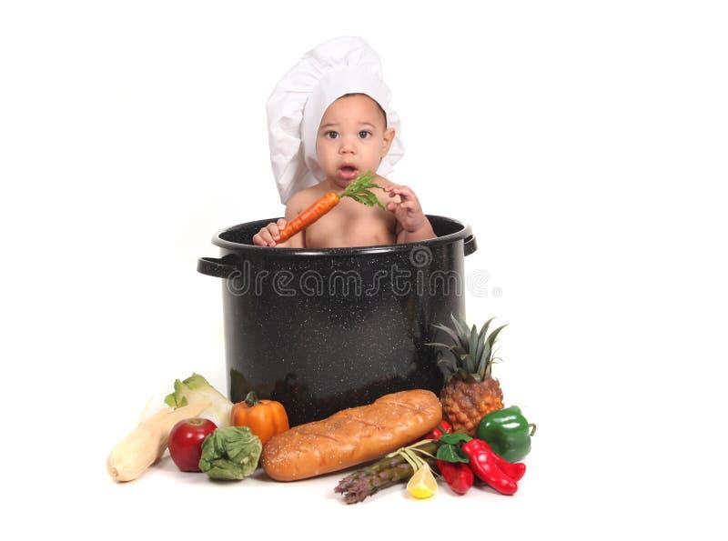 Bébé dans un bac de chef photographie stock