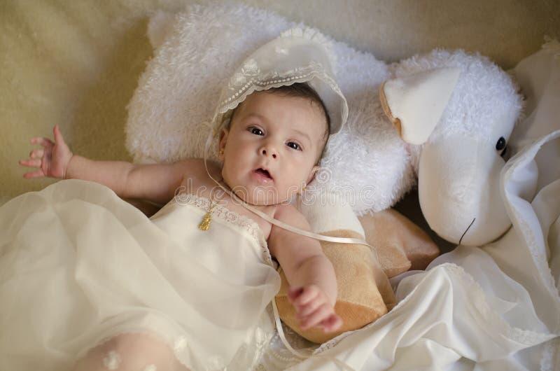 Bébé de beauté sur le muppet. photographie stock libre de droits