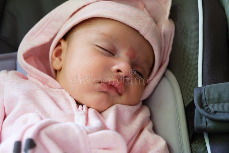Bébé de sommeil mignon photo libre de droits