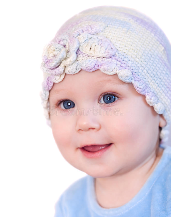 Bébé de sourire affichant des dents utilisant un chapeau photographie stock libre de droits