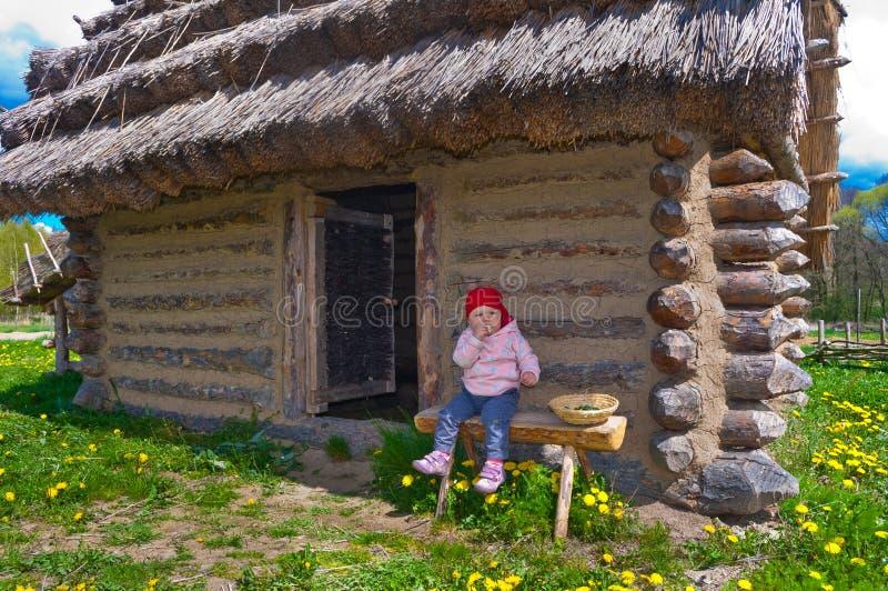 Bébé des huttes historiques photos stock
