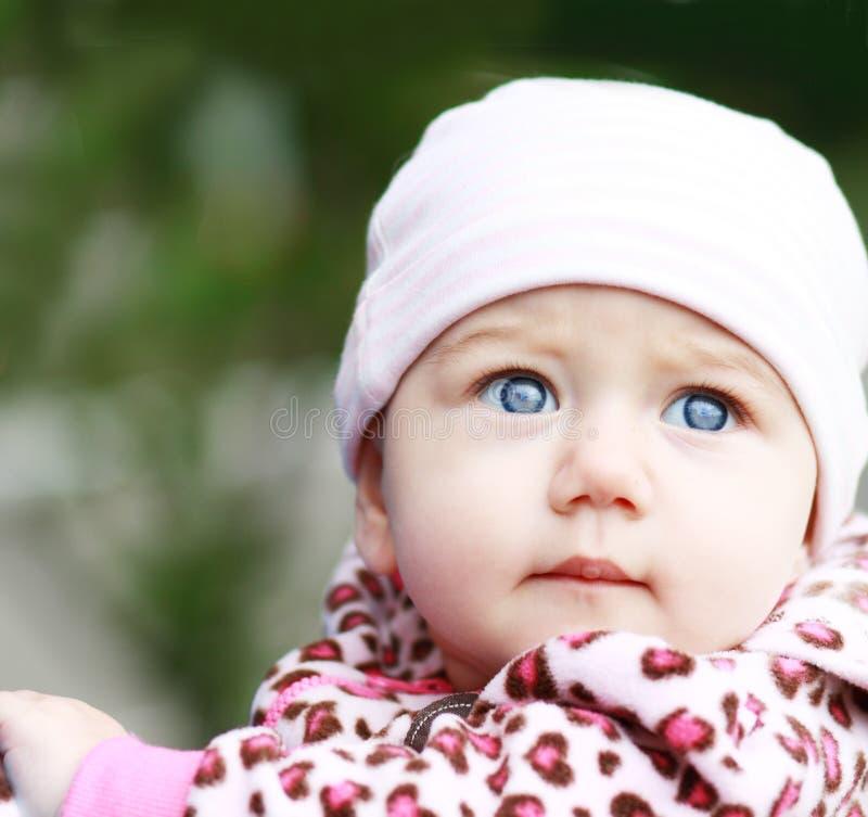 Bébé extérieur photographie stock