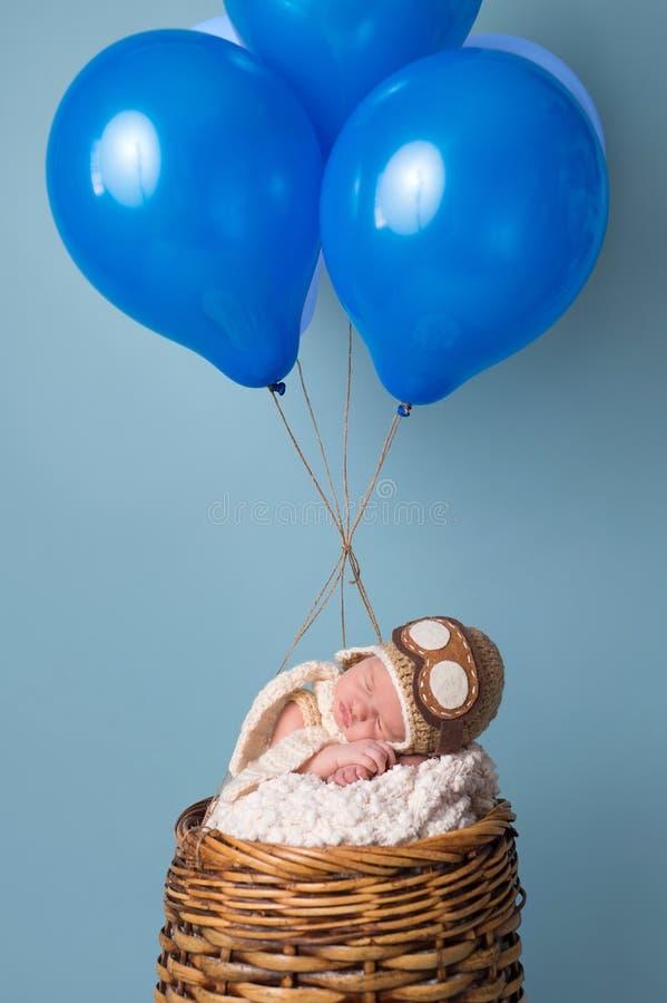Bébé garçon nouveau-né portant un aviateur Hat image stock