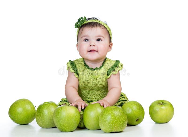 Bébé heureux avec les pommes vertes sur le fond blanc photos libres de droits