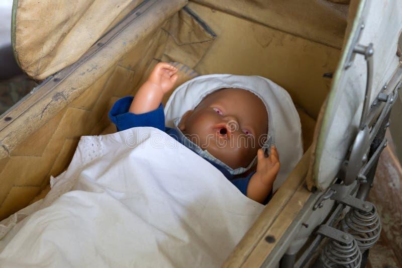 Bébé - huche de poupée photo stock