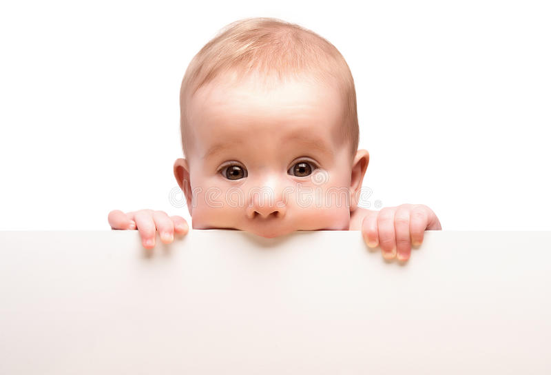 Bébé mignon avec la bannière vide blanche d'isolement photos stock
