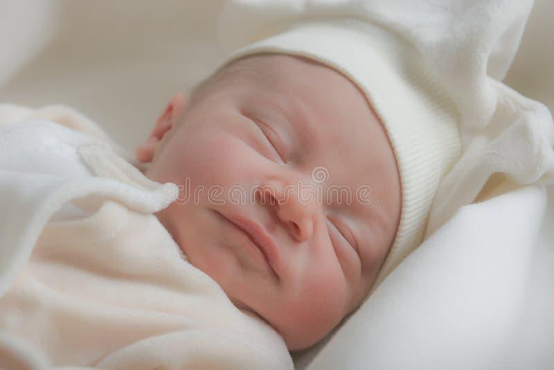 Bébé mignon de sommeil images libres de droits