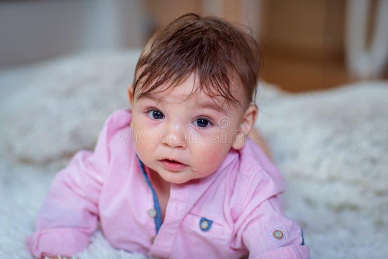 Bébé mignon, petit bébé garçon gai image libre de droits