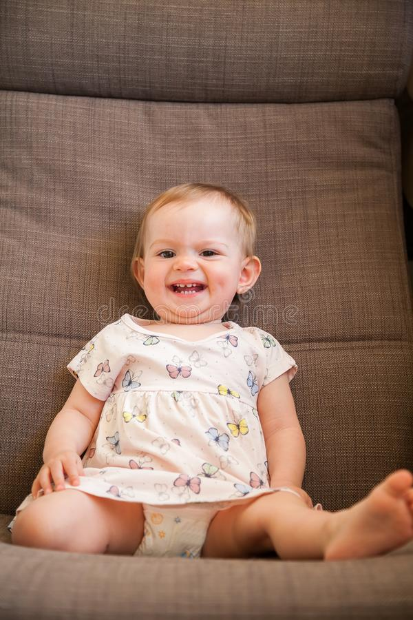 Bébé riant drôle photos libres de droits