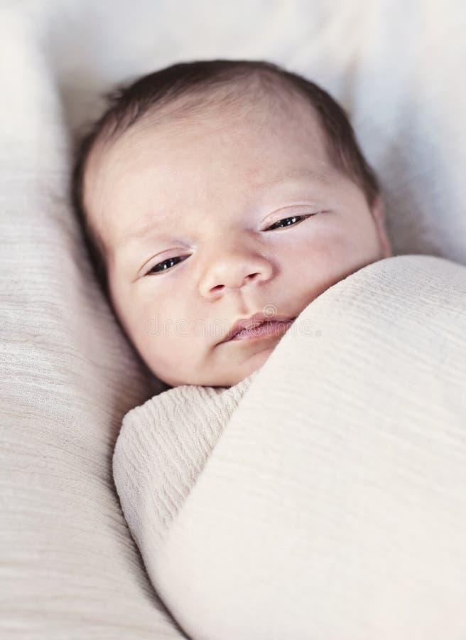 Bébé somnolent photographie stock libre de droits