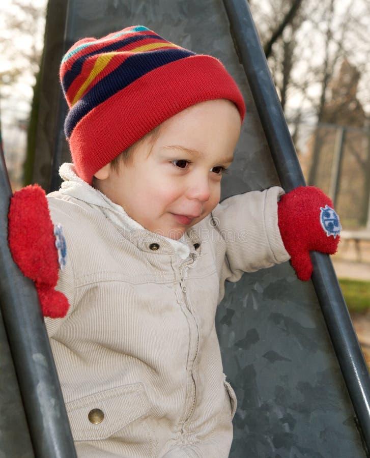 Bébé sur une glissière image libre de droits