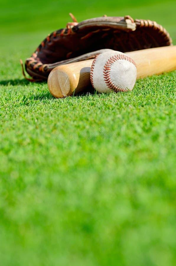 Béisbol con el guante y el palo fotografía de archivo libre de regalías