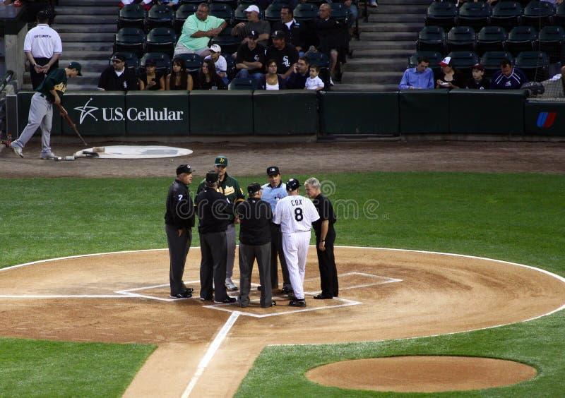 Béisbol de MLB - encuentro de los encargados y de los árbitros fotografía de archivo libre de regalías