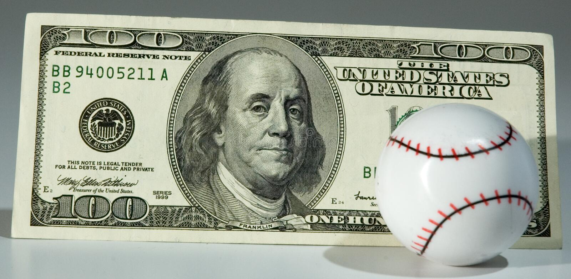 Béisbol y $100.00 fotos de archivo