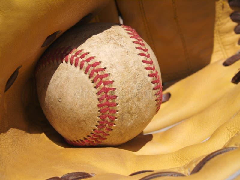 Béisbol y un mitón foto de archivo libre de regalías
