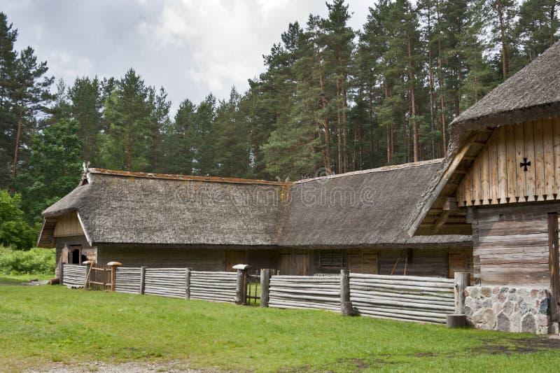 Bétail traditionnels yard, Lettonie. photo libre de droits