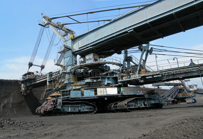 Bêcheur de charbon dans l'action photos libres de droits