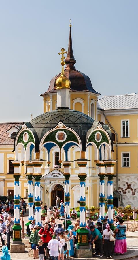 Bênção da capela do água-dossel St Sergius Lavra da trindade santamente Sergiev Posad, região de Moscou foto de stock