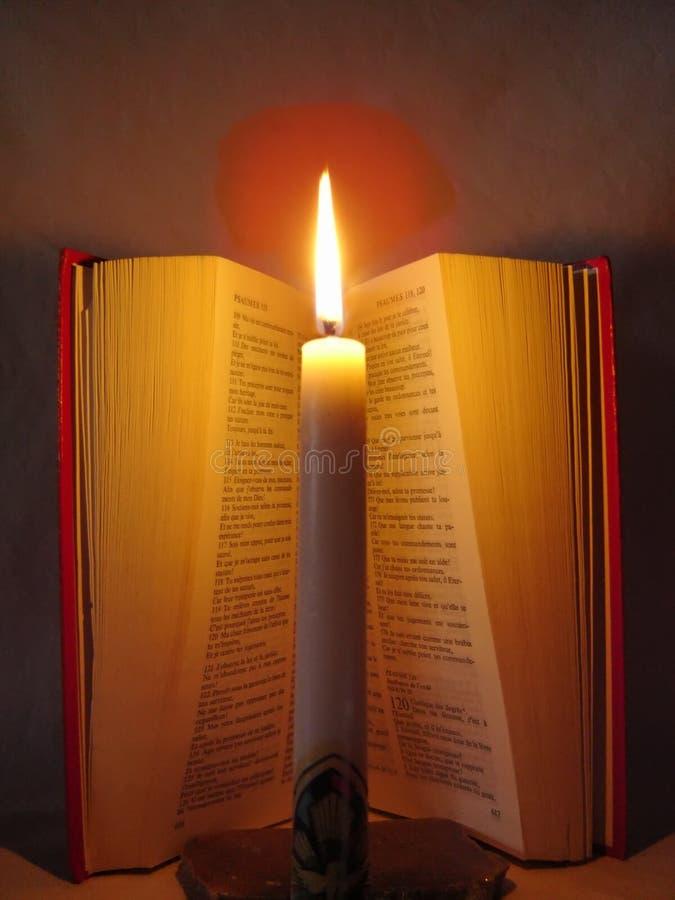 Download A Bíblia e fé (2) imagem de stock. Imagem de livro, vela - 538359