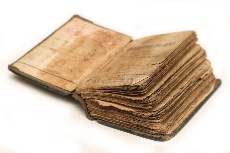 A Bíblia velha no branco fotos de stock