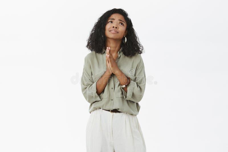 Bóg zadawala robi mój sen przychodzić prawdziwego Portret ponura pełny nadziei powabna amerykanin afrykańskiego pochodzenia dziew obrazy royalty free