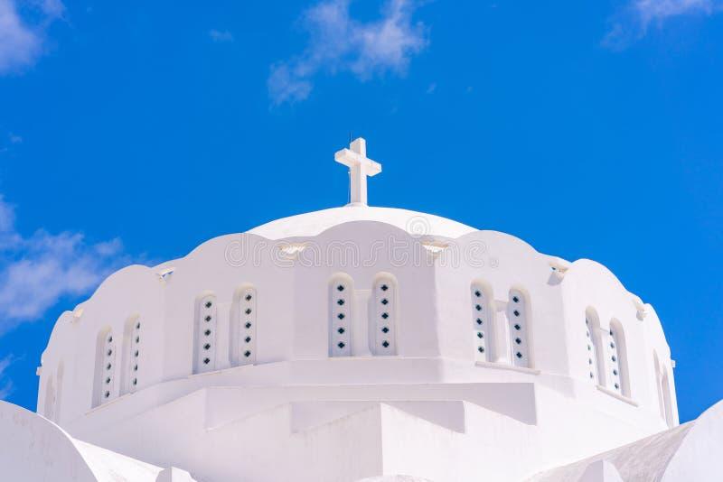 Bóveda blanca de la catedral metropolitana ortodoxa en Fira imagen de archivo libre de regalías