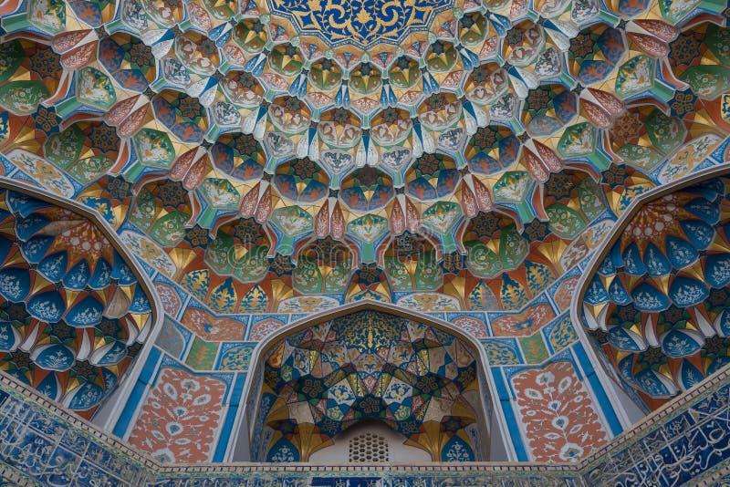Bóveda con el ornamento islámico tradicional en Bukhara, Uzbekistán fotos de archivo