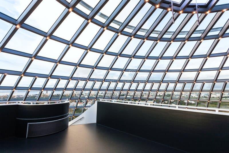 Bóveda de cristal interior en la plataforma de observación de Perlan foto de archivo libre de regalías