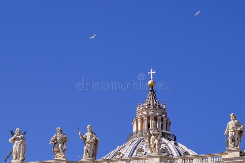 Bóveda de la basílica de San Pedro en Roma foto de archivo libre de regalías