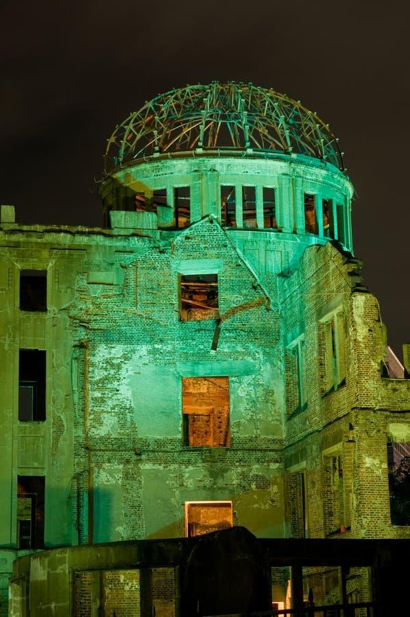 Bóveda de la bomba atómica en la noche fotografía de archivo libre de regalías