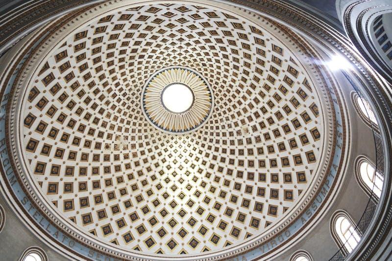 Bóveda de la iglesia del interior imagenes de archivo