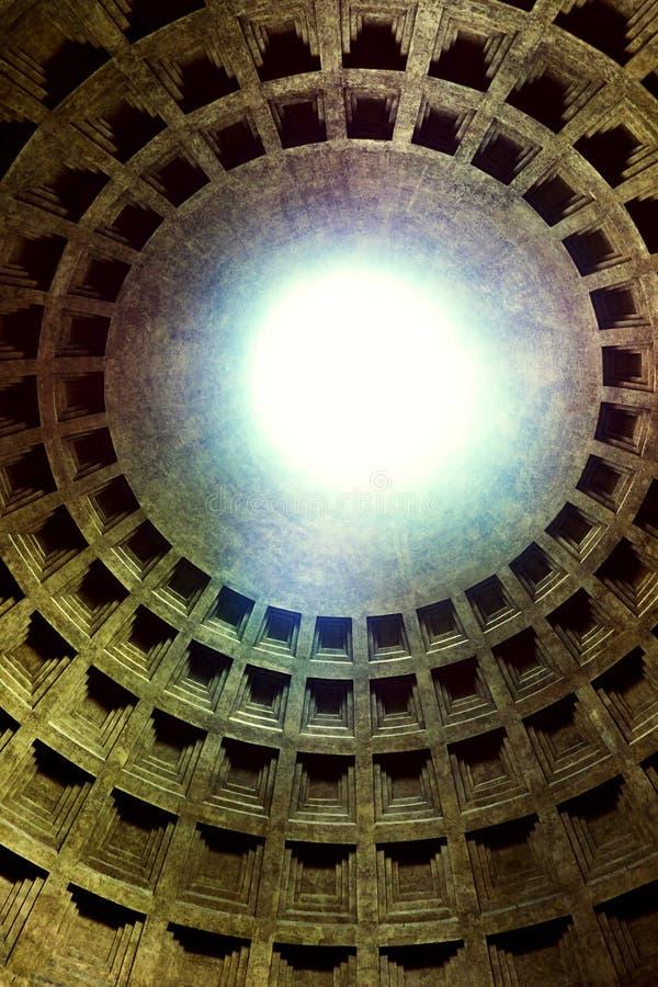 Bóveda del templo romano antiguo de todos los dioses - panteón fotos de archivo