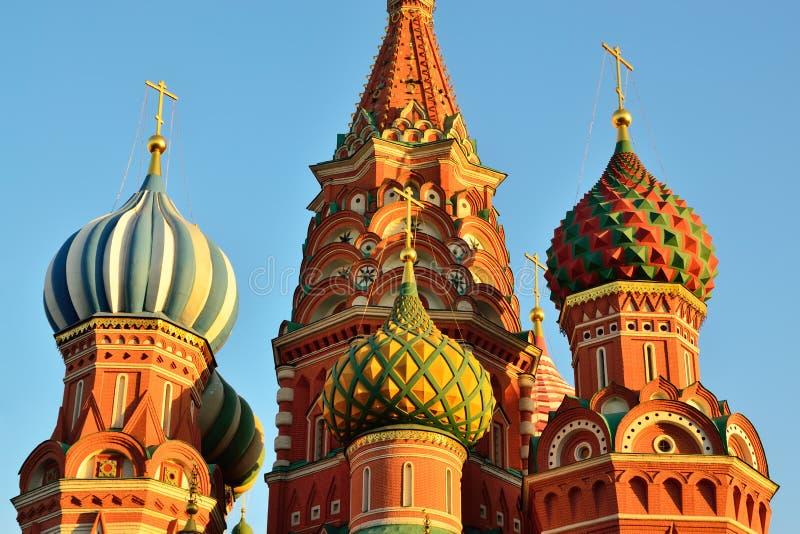 Bóvedas de la catedral de la albahaca del St en el cuadrado rojo, siglo XVI Moscú, Rusia foto de archivo libre de regalías