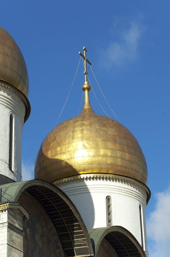 Bóvedas de la catedral de la asunción. Moscú fotos de archivo