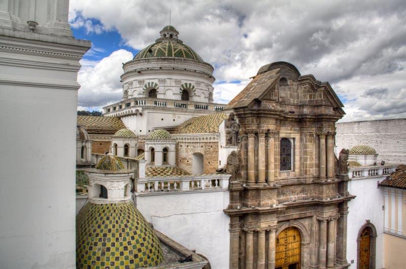 Bóvedas de una catedral en Quito fotografía de archivo
