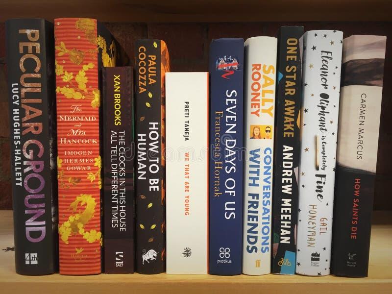 Böcker bokar själv arkivfoton