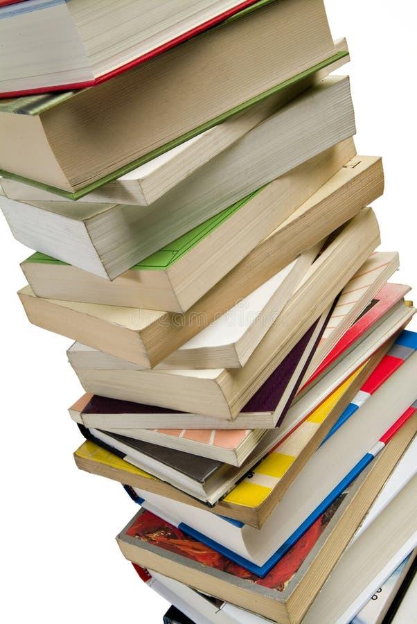 böcker inramniner den fulla stapeln arkivbilder