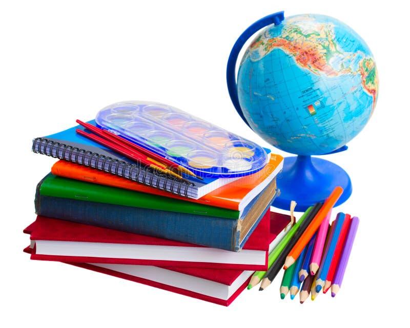 Böcker med det skolatillförsel och jordklotet royaltyfria bilder