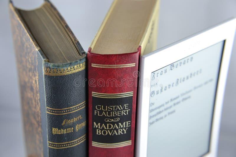 Böcker och eBook royaltyfria bilder