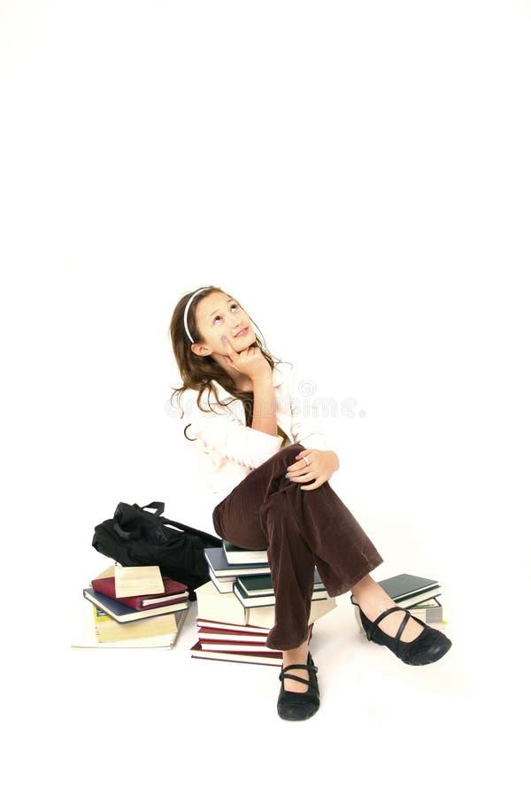 böcker sitter arkivfoto