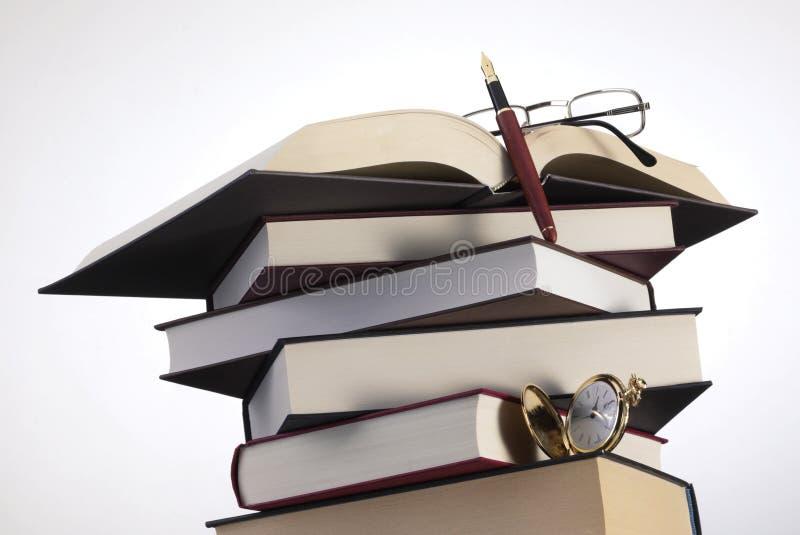 Böcker skriver och exponeringsglas royaltyfri fotografi
