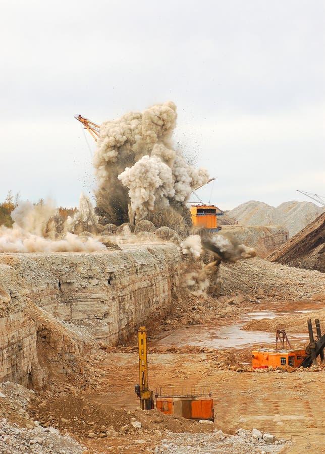 Böe in der geöffneten Grube stockfotos