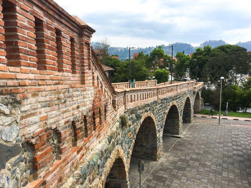 Bögen gebrochener Brücke Puente Roto in Cuenca Ecuador stockfotografie