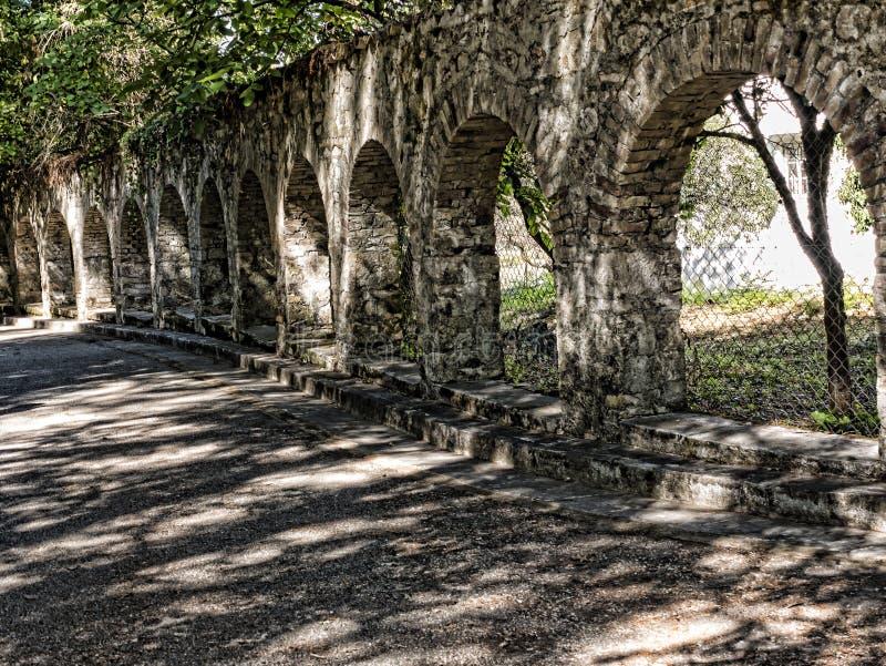 Bögen im Boden des Montag-Ruhe-Palastes auf der griechischen Insel von Korfu lizenzfreie stockfotos