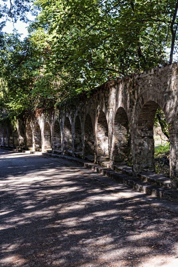 Bögen im Boden des Montag-Ruhe-Palastes in Korfu Griechenland lizenzfreie stockfotografie