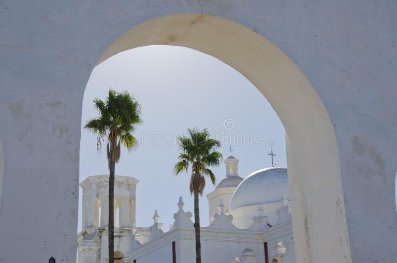 Bögen und Hauben von San Xavier del Bac Mission lizenzfreies stockfoto