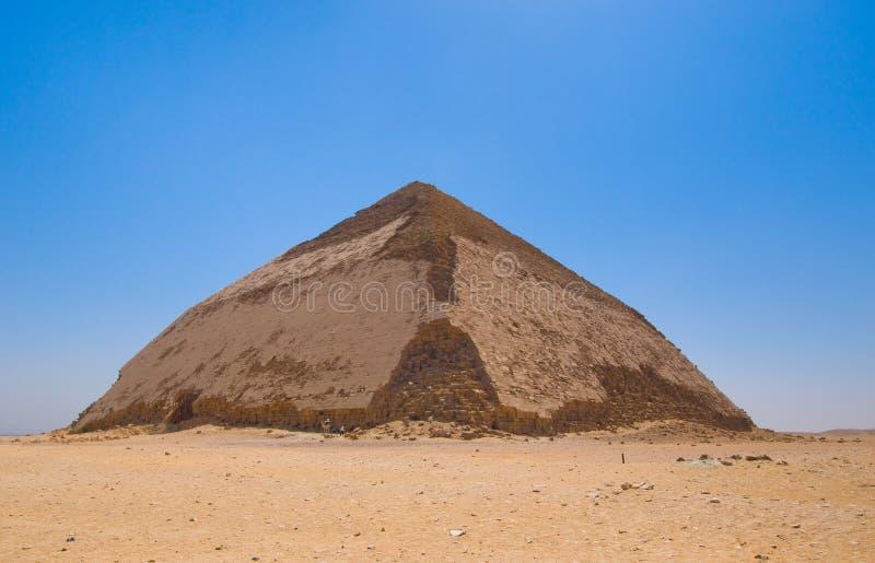 Böjd pyramid på Dahshur, Cairo, Egypten arkivfoto