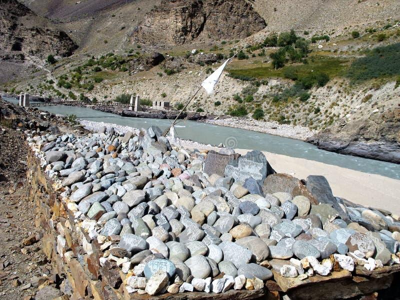 bönen stenar tibetant arkivbilder